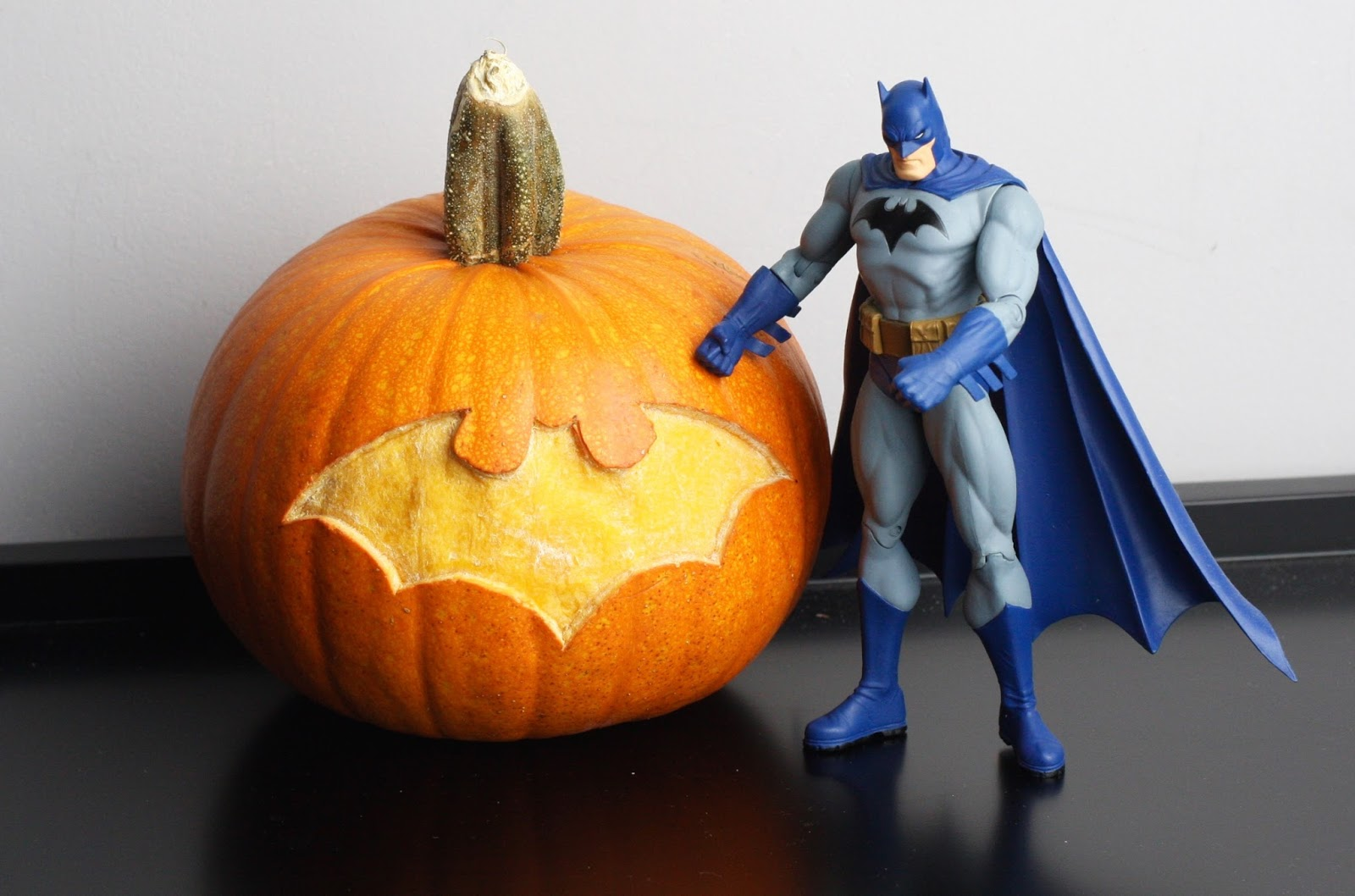 geek diy bam!: dc comics batman symbol halloween pumpkin diy tutorial