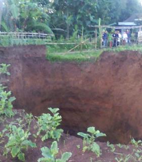 Lubang Raksasa Tiba-Tiba Muncul Lagi di Sukabumi