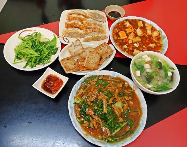 聖儕素食館桃園店~桃園素食熱炒、便當、火鍋