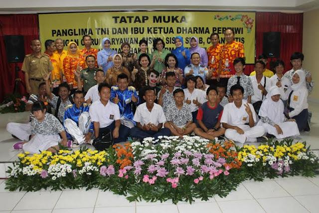 Ketum Dharma Pertiwi Tinjau SLB di Lampung
