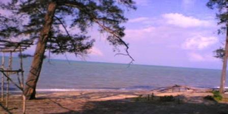 Pantai Tanjung Langka Koba