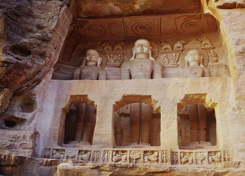 Top 5 Mysterious Statues In The World In Hindi