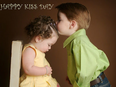Cute Boy Kiss Day Wallpaper Download - Happy Valentines Day 2018 Text Messages | Send Valentines Day SMS Online