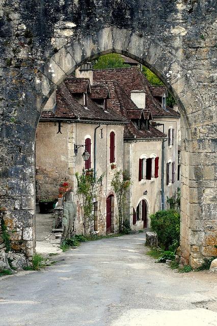 St Cirq Lapopie Village, France, as seen on linenandlavender.net, post:  http://www.linenandlavender.net/2013/05/where-i-went-today.html