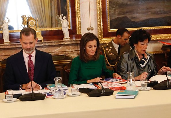 Queen Letizia wore Roberto Verino Jacquard pencil skirt. Queen Letizia recycling an animal print skirt by Roberto Verino, with a green silk blouse