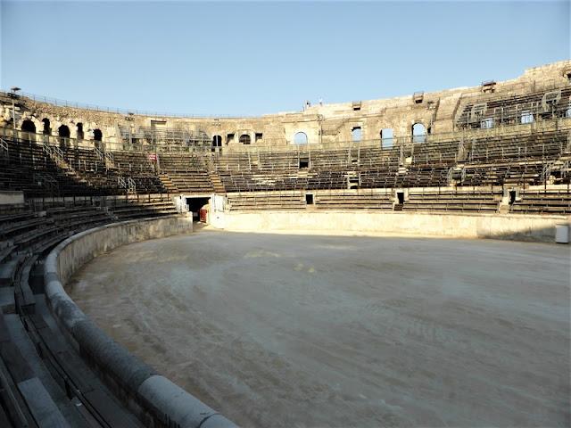 Interior del Anfiteatro de Nîmes