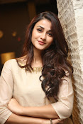 Aditi Arya new cute photos-thumbnail-20