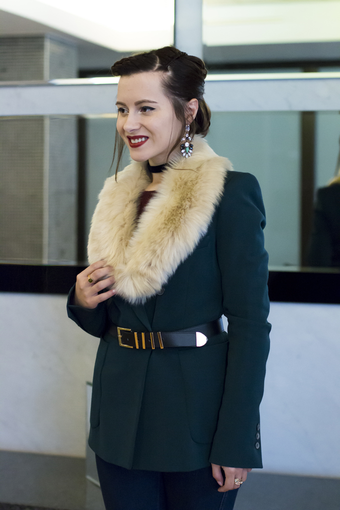 how to wear the fur collar