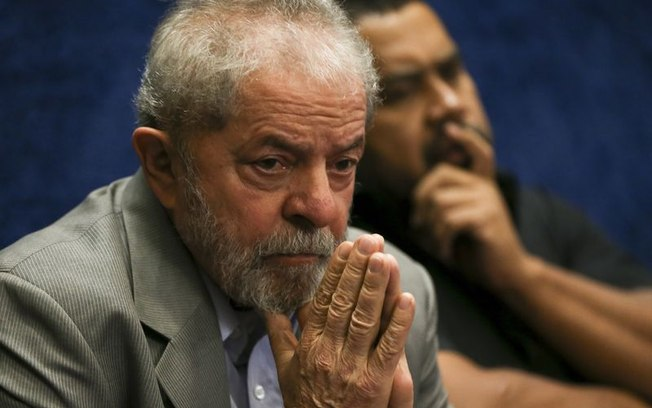 Ex-presidente Lula anuncia que não irá votar neste domingo