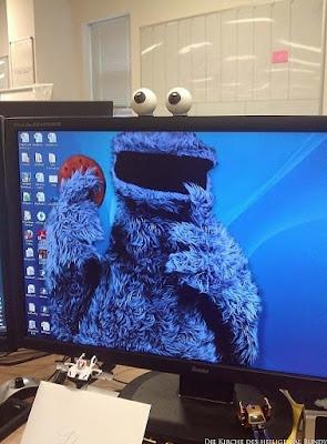 Krümelmonster mit Cookie Computer Desktop lustige Spassbilder