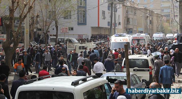 DİYARBAKIR-Diyarbakır'da Çevik Kuvvet Şube Müdürlüğünde meydana gelen patlamada ağır yaralanan Polis Memuru Burhan Mercan,hayatını kaybetti.