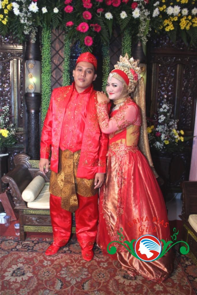 Pengantin Muslimah Busana Merah Jakarta