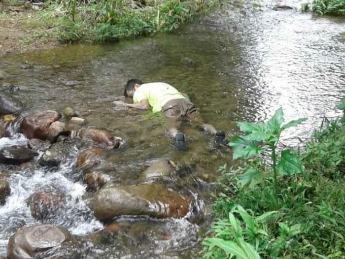 Cadáver flotaba en un río