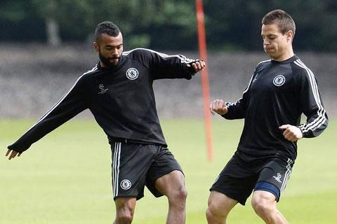 Azpilicueta thay thế Cole vị trí hậu vệ trái tại Chelsea