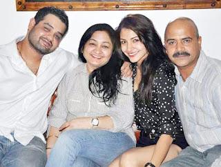 Anushka Sharma, Biography, Profile, Biodata, Family , Husband, Son, Daughter, Father, Mother, Children, Marriage Photos.