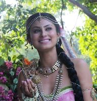Foto Mouni Roy sebagai Sati