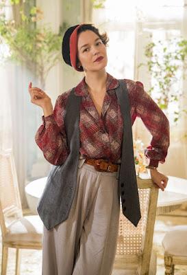 Adelaide (Joana de Verona) surpreende Emília (Susana Vieira) em 'Éramos Seis' — Foto: Victor Pollak/Globo
