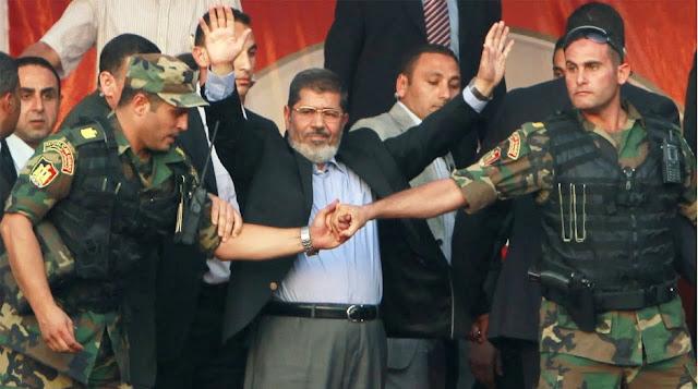 الساعات الاخيرة.. شاهد كيف أدار السيسي لعبة الخداع محمد مرسي