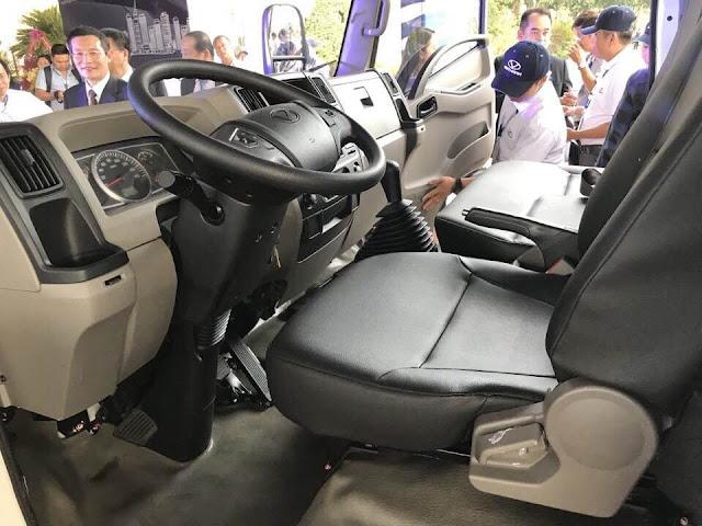 Nội thất xe ben 2 tấn IZ65s đầy đủ tiện nghi hiện đại
