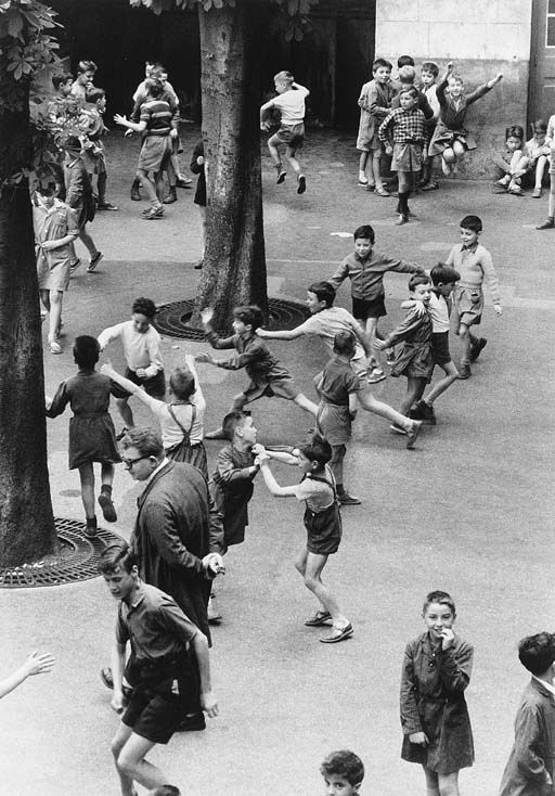 Robert Doisneau, La récréation, rue Buffon, Paris 1959