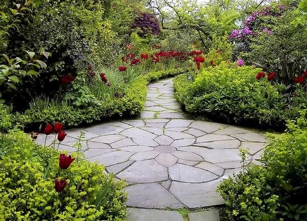 Garden Paths A Striking Decoration