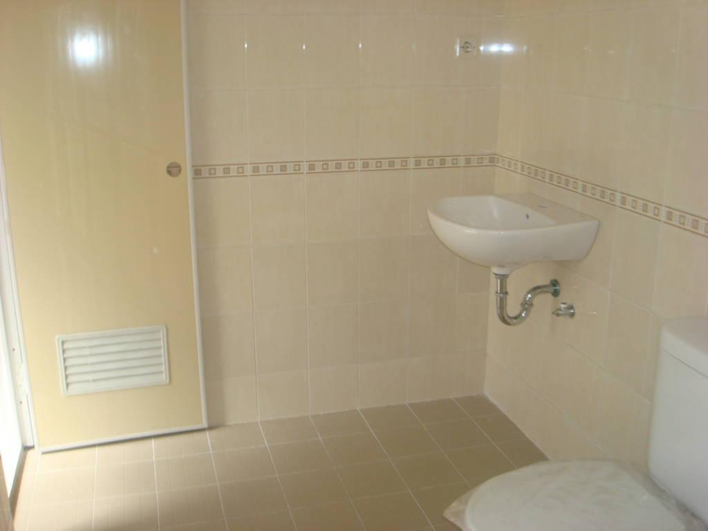desain kamar mandi minimalis dengan toilet jongkok   gambar desain