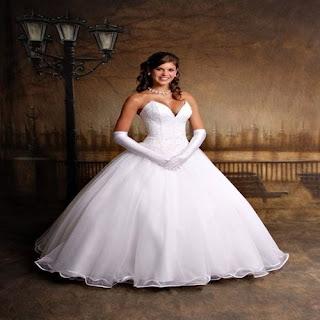 foto-de-mulher-com-vestido-de-noiva-tomara-que-caia