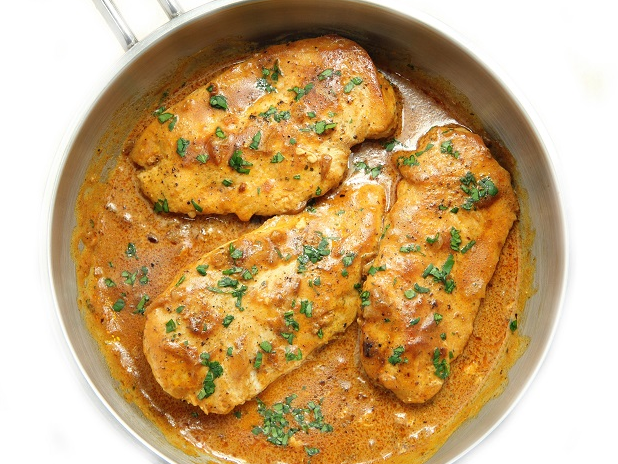 SKILLET CHICKEN IN ONION CREAM SAUCE #dinner #yummy