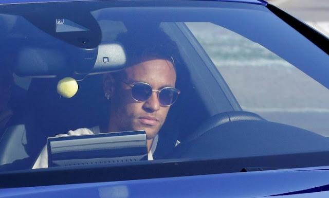 Adeus, Barcelona! Adeus! - Neymar se despede dos companheiros de clube