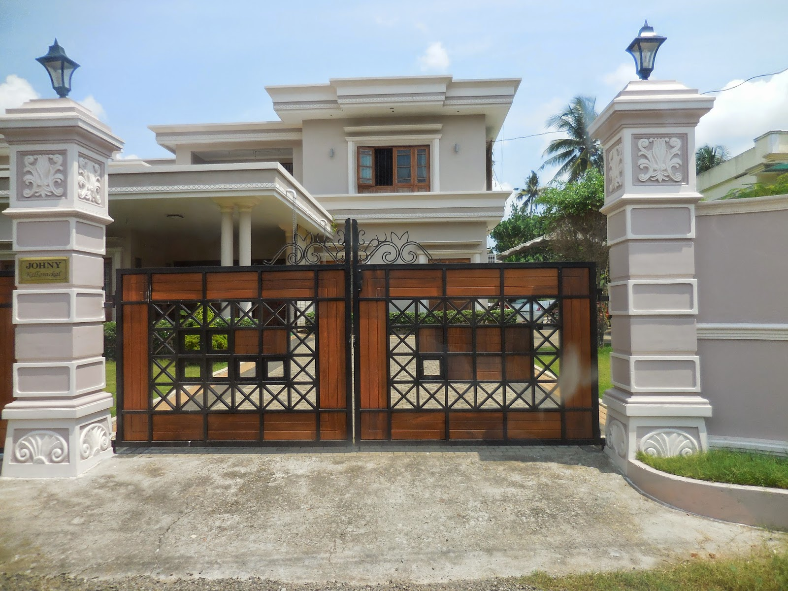 Kerala Gate Designs: A beautiful house gate from Kerala