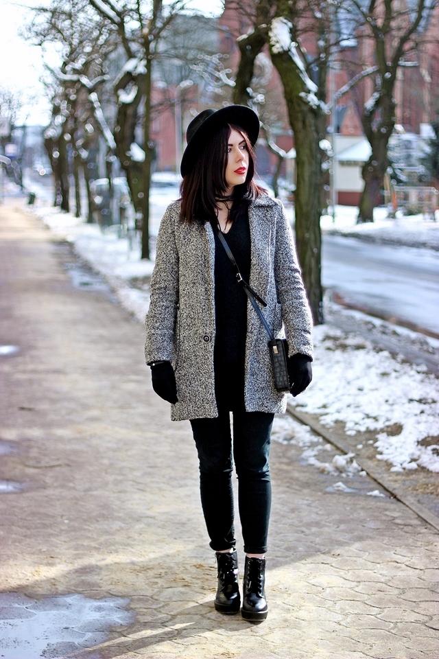Elegancki wełniany płaszcz | stylowa stylizacja z płaszczem | płaszcz ze srebrną nitką | kapelusz do płaszcza | wełniany elegancki płaszcz | jak nosić kapelusz z dużym rondem | blog modowy | blog szafiarski | blogerka z Łodzi | łódzka blogerka