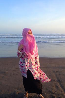 Ria Risdianti - Hijaber Cantik pink manis