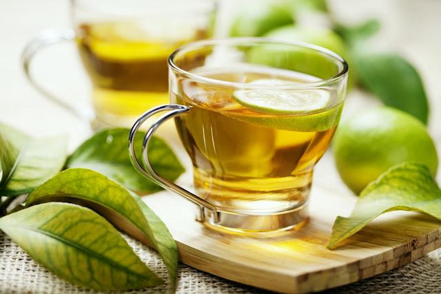9 Outros Benefícios Para a Saúde Incríveis Do Chá De Ervas
