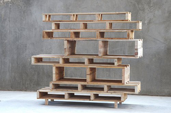 Desain rak pajangan dari kayu peti kemas bekas