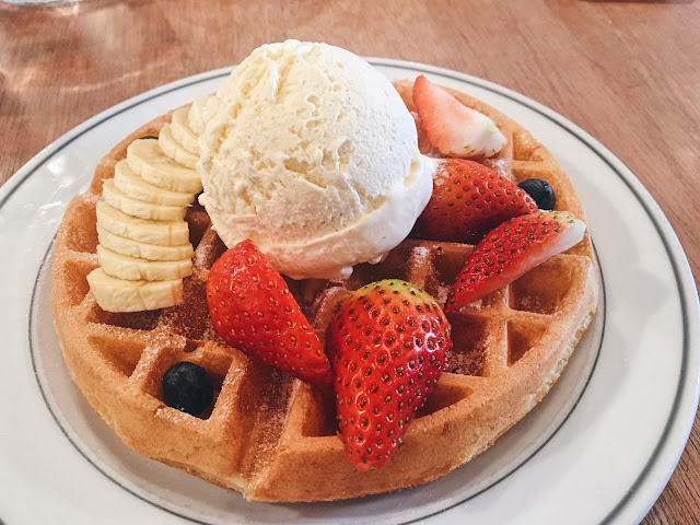 stranger's reunion Buttermilk Waffles with Vanilla Bean Ice Cream and fresh fruits review price