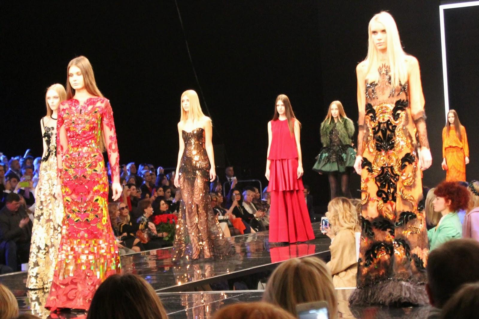 На недавно прошедшей Неделе моды в Париже коллекция Валентина Юдашкина уже  успела стать громким событием, и вот настало время показать плоды  вдохновения ... 7497ad7b5e1