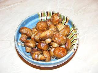 retete mancare ciuperci gatite sote prajite la tigaie cu sos de usturoi,