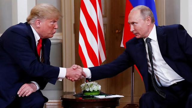 Трамп пожимает руку Путину