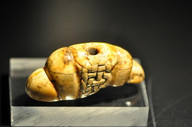 głowica miecza z kości słoniowej z Gniezna