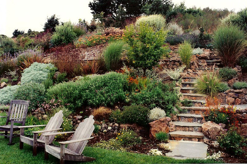 25 Awesome Sloped Backyard Design Ideas That Will Inspire You ...
