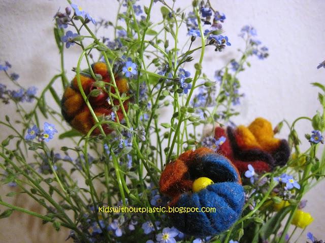 kwiatki filcowane na mokro