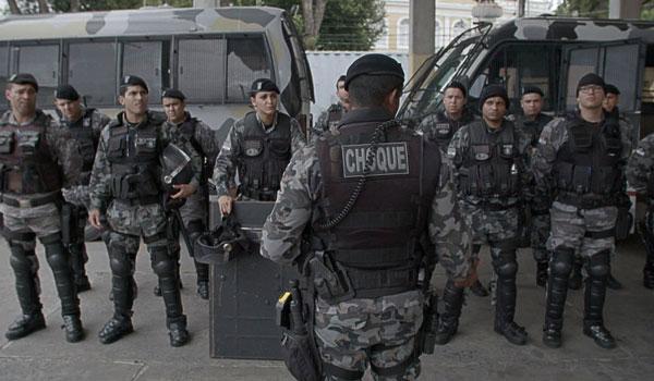 Por trás da linha de escudos - filme brasileiro