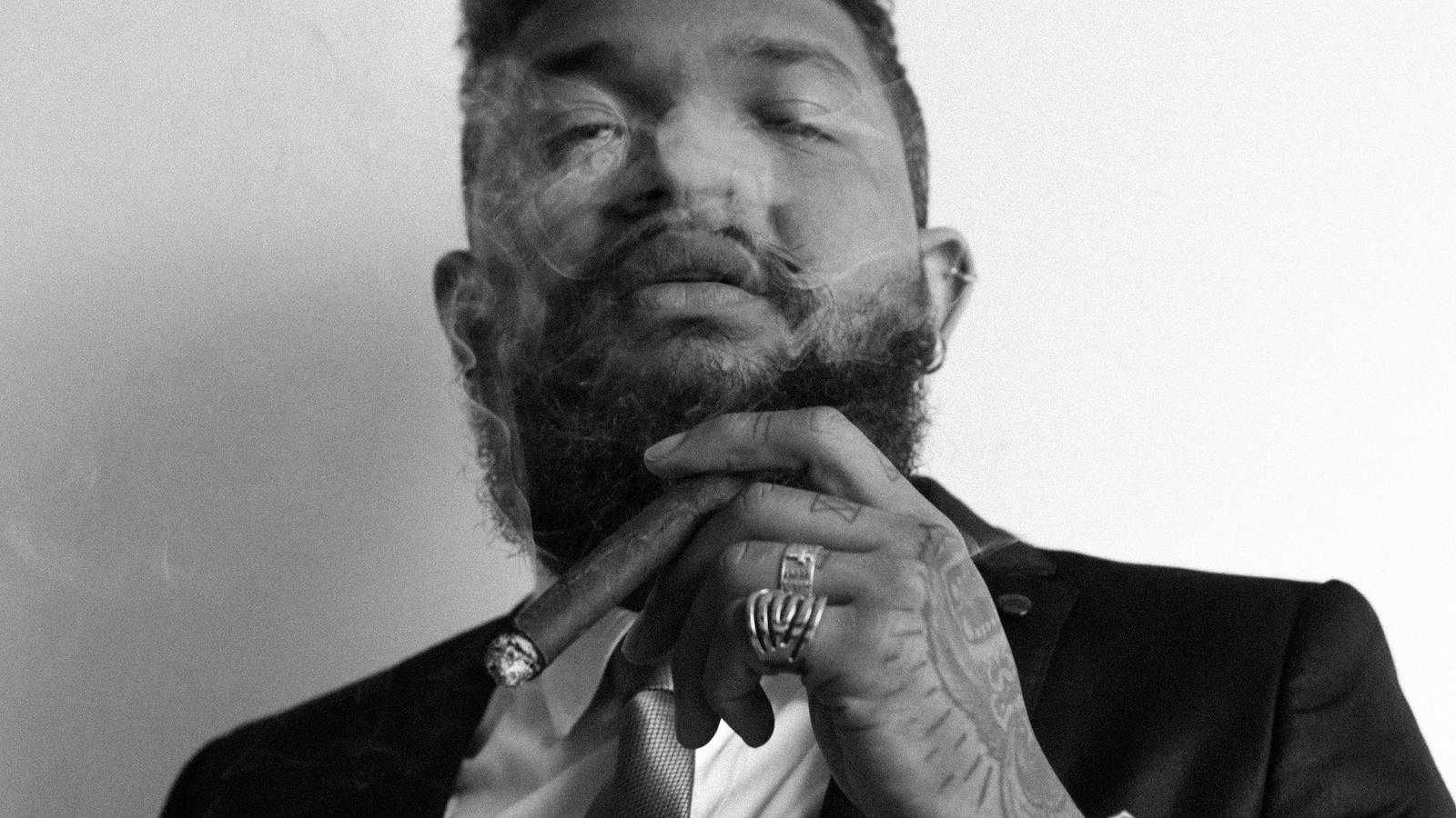 """Negro, gay e nordestino, Yhago Sebaz lança no final desse mês o EP """"Meio Amargo"""", descrito como um encontro do The Weeknd com o brega brasileiro."""