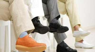 पैर हिलाने के नुकसान, पैर हिलाने की बीमारी, पैर हिलाने का कारण, पैर हिलाने की आदत