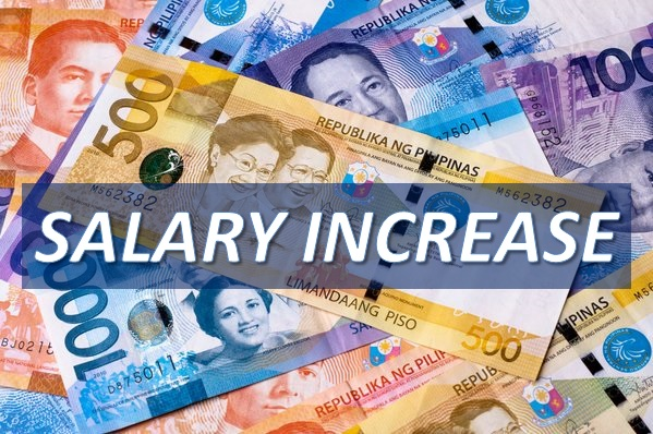 PNoy signs EO to increase salary of government employees