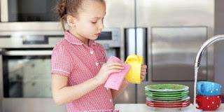 Berikan Penghargaan kepada Anak Ketika Bersedia Bantu Orangtua Melakukan Pekerjaan Rumah