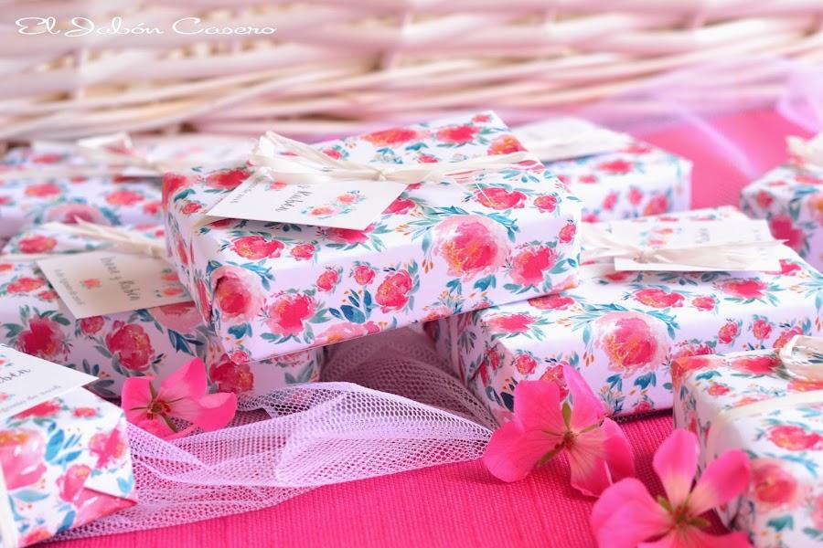 Detalles para bodas romanticas jabones florales personalizados