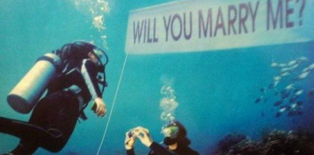 Pedir matrimonio bajo el mar - Foto: www.buzzfeed.com
