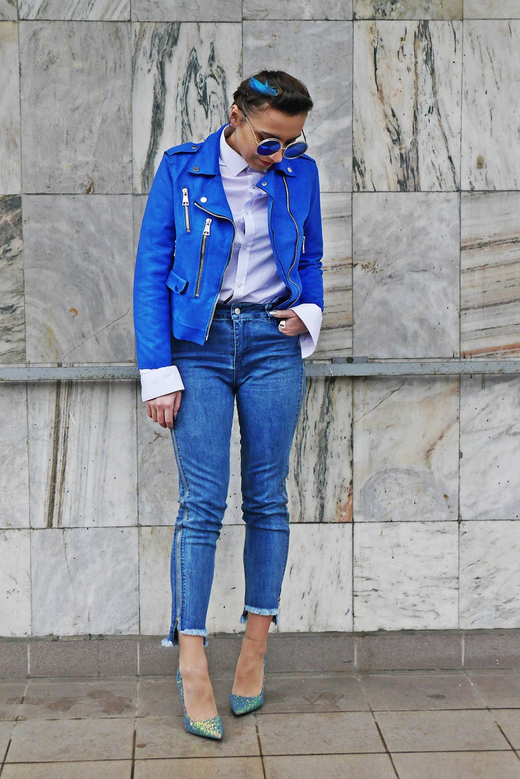 10_blue_biker_jacket_denim_pants_glitter_heels_shoes_karyn_blog_modowy_070118a