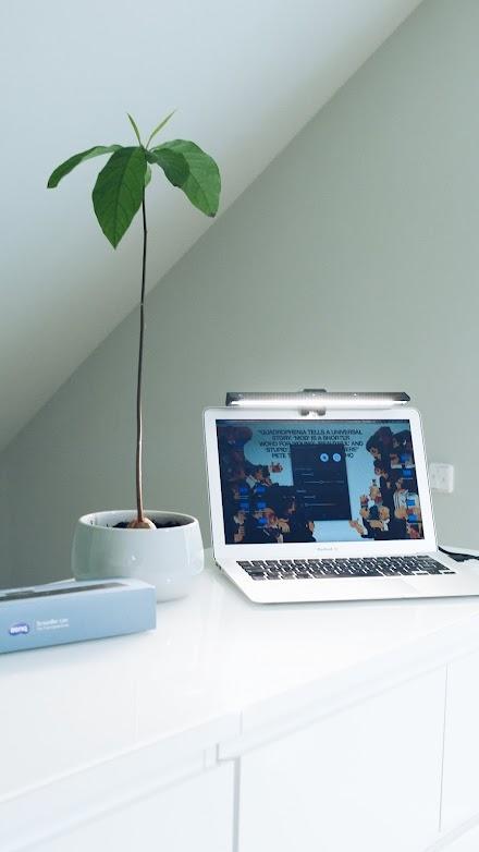 Die BenQ ScreenBar Lite | Eine mobile LED-Arbeitslampe für digitale Nomaden
